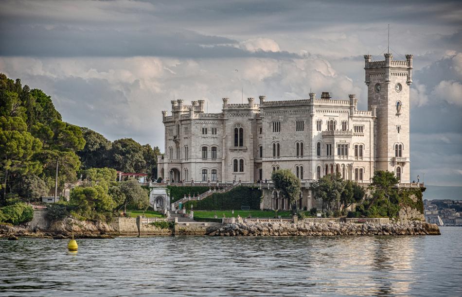 Zamek Miramare w Trie�cie