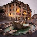 Rzym Fontanna na placu hiszpańskim