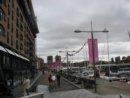 Oslo Aker Brygge, w tle Ratusz