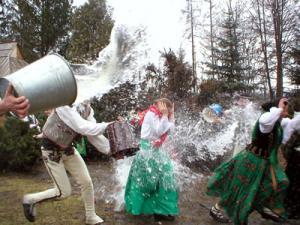 - Tradycje w Polsce
