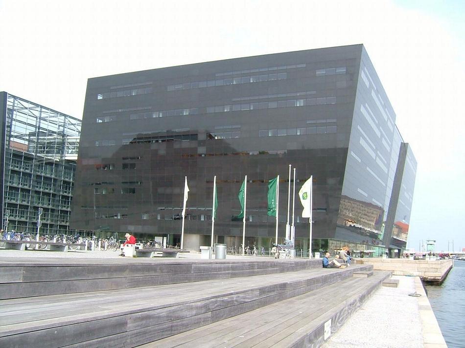 Kopenhaga - BIBLIOTEKA KROLEWSKA (Czarny Diament) - jedna z najwiekszych Bibliotek w Europie z 21 milionami woluminów.