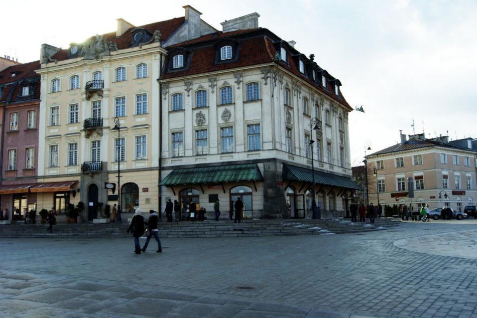 Pierwsze schody ruchome w Warszawie